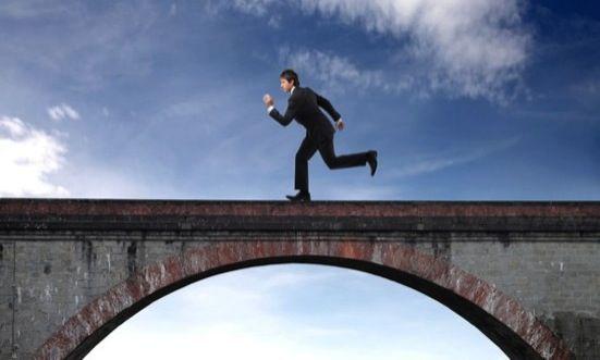 El puente entre lo real y lo ficticio en el trading